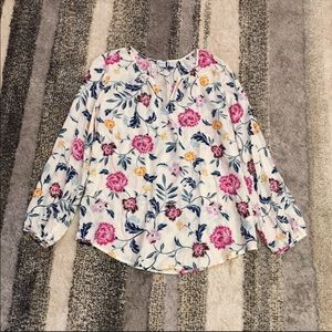 Brand New 💖 Old Navy cream floral blouse